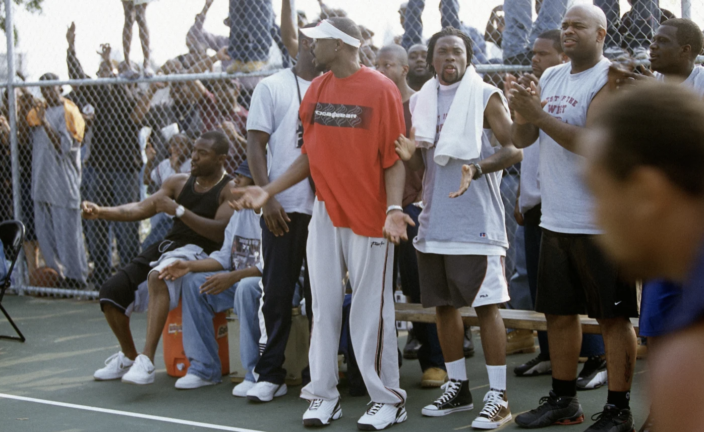 Characters on The Wire playing basketball